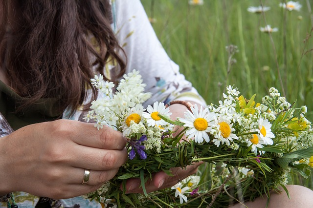שוזרת פרחים