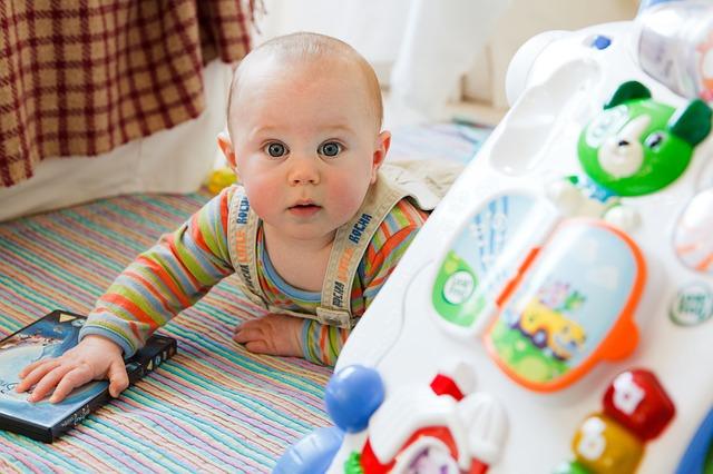הצעצועים המומלצים ביותר לתינוק בשנה הראשונה
