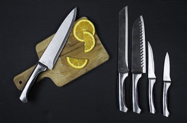 חריטה על סכינים